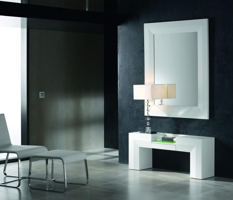 Espejos para agrandar espacios peque os muebles lara for Muebles para recibidores pequenos