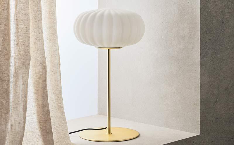 Lámpara de mesa Hup diseñada por Aromas