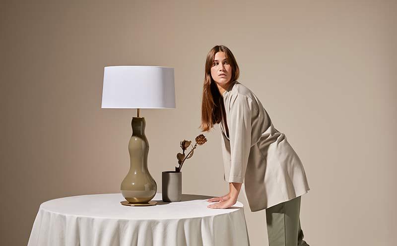 Lámpara de mesa Melly diseñada por Aromas